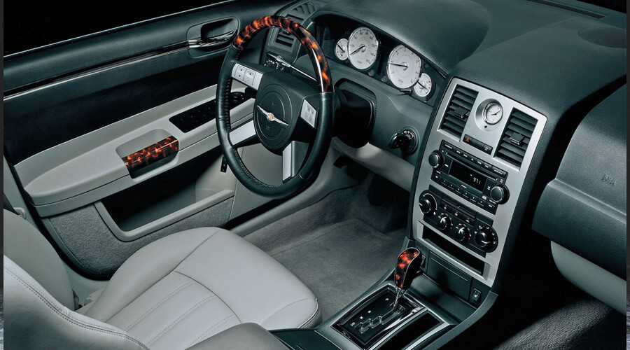 2005 Chrysler 300C Interior